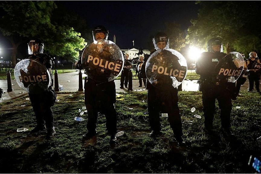 protests and riots in america update 1600 active duty troops were moved into the dc area