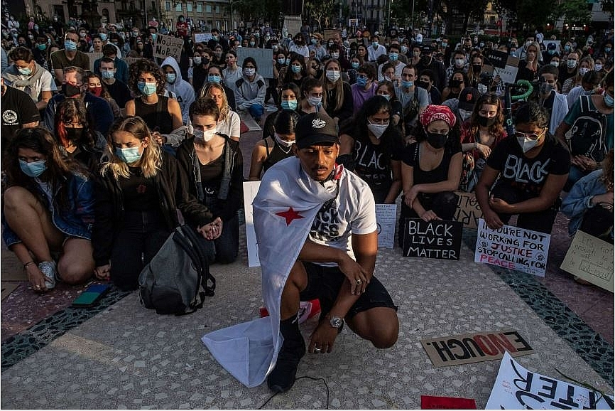 protests and riots in america update choke holds banned for minnesota police