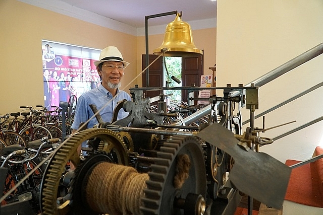 antique 19th century time machine one of a kind in hanoi
