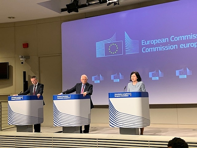 eu proposes facebook twitter and google to report fake news monthly