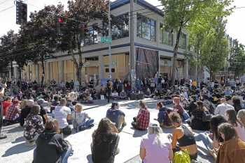 protests in america update protests in seattle become more aggresive