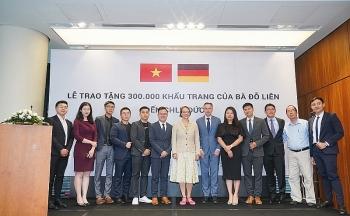 vietnamese businesswoman donates 300000 masks to german people