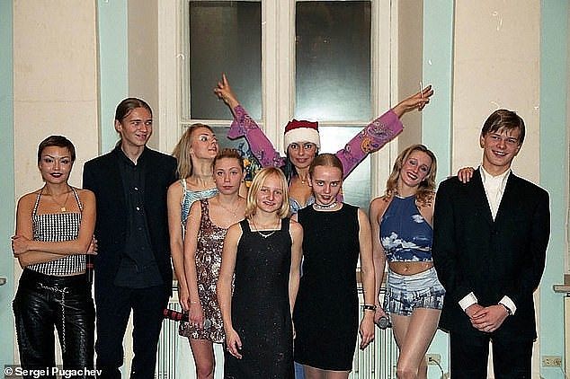 extremely rare photos of putins daughters taken when he first took power