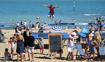 uk and europe weather forecast latest august 4 scorching to melt britain as 457c heatwake bakes europe