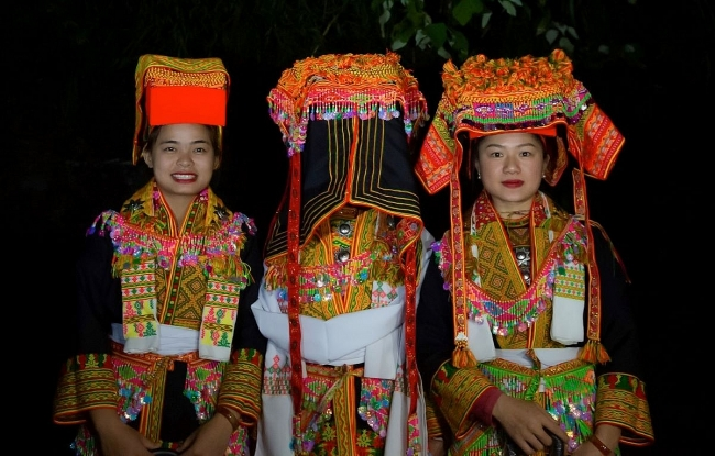 Late night wedding - a unique custom of Yao ethnic community in Vietnam