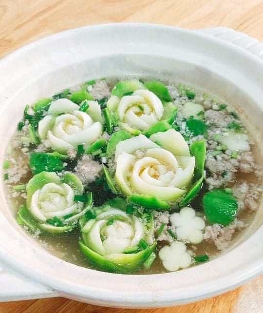 inspired cooking with flowering on dishes by a vietnamese woman