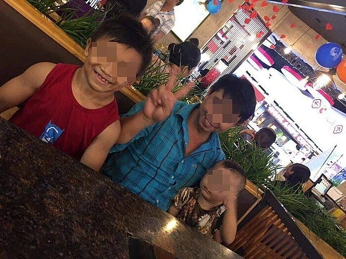 Vietnamese 10 year old boy with rolling muscles stuns foreign social media
