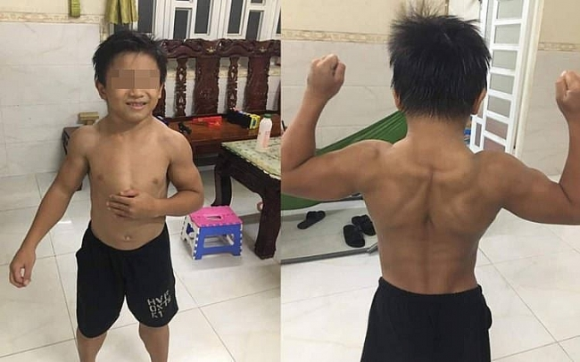 Photos of Vietnamese 10 year-old boy with rolling muscles stun foreign social media