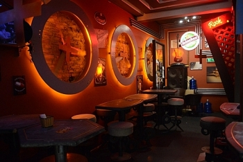 expats in vietnam top amazing bars for foreigners to enjoy nighlife in hanoi