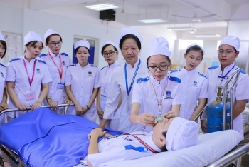 Publishing more recruitment of nurses and orderlies to work in Japan