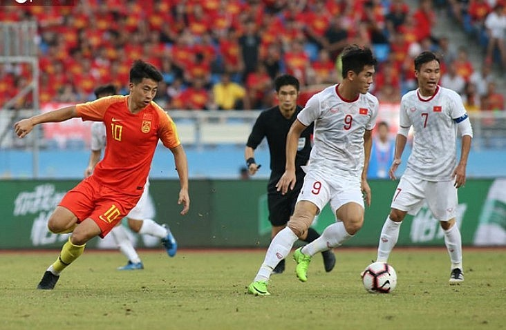 U22 Vietnam (in white) beat U22 China 2-0 in a friendly on September 8, 2019. Photo by VnExpress/Lam Thoa.