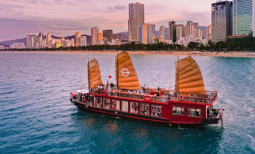 Luxurious Adventures: Exploring the Vietnamese Coast in 5-Star Yacht