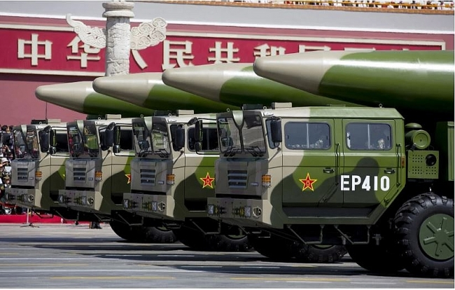 The Chinese military expert: China's 'Aircraft-Carrier killer' missiles successfully hit target ship in Bien Dong Sea