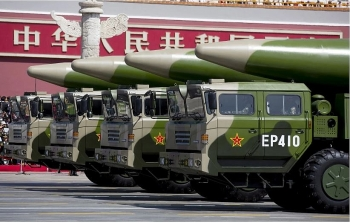 the chinese military expert chinas aircraft carrier killer missiles successfully hit target ship in bien dong sea