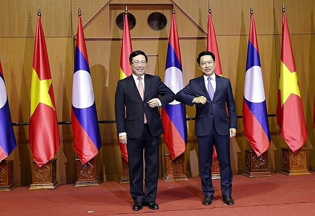 Vietnamese and Lao Governments determined to foster comprehensive cooperation