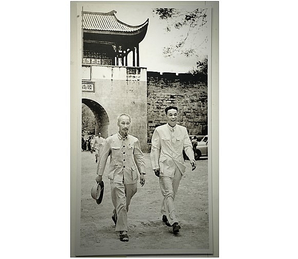 Photo exhibition highlights beauty of Vietnam and China launched  in Hanoiin