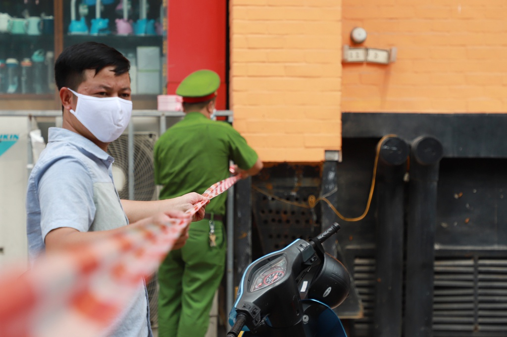 disinfecting a pizzeria in hanoi rebooting anti covid 19 mode nationwide