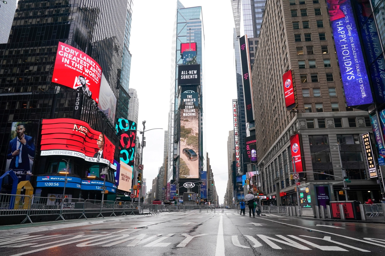 uss times square celebrates 2021 beginning with emptiness