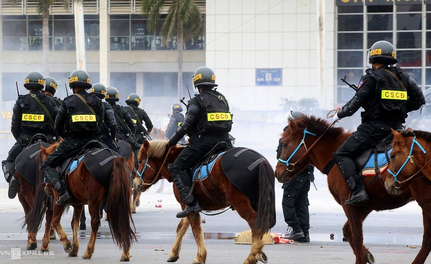 Vietnam's cavalry mobile police force first rehearses against protesters