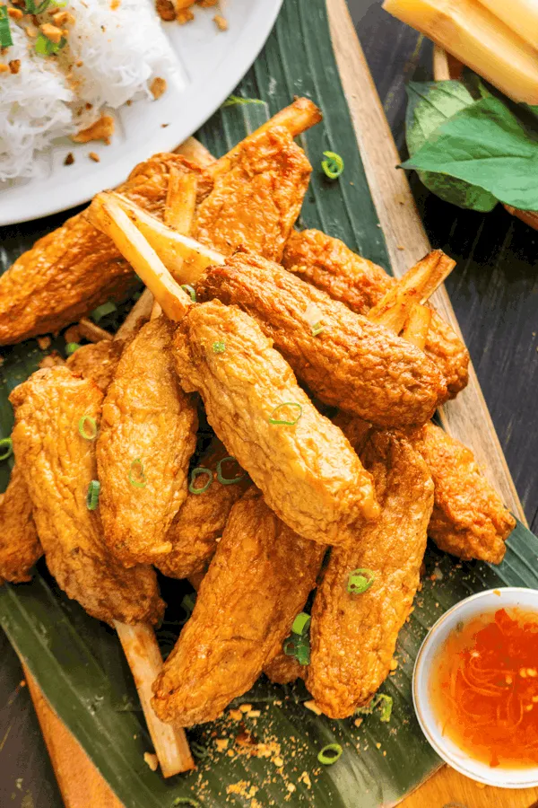 Best specialities of Vietnam: Chao tom - Shrimp paste with sugarcane, in video