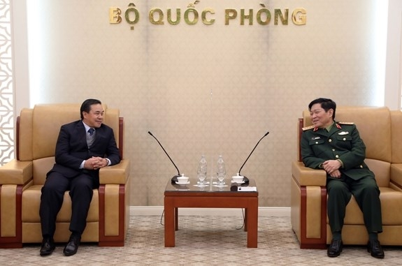 Minister of National Defence meets and discusses with Lao Ambassador to promote defence ties