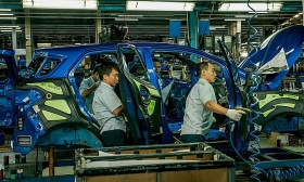 ford vietnam has to suspends its production