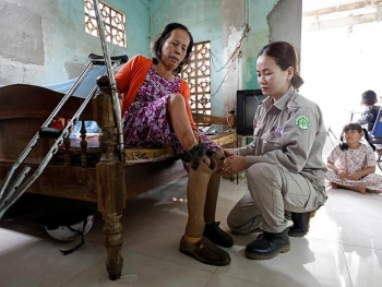 Wonder Women in real life -  'landmine girls' who clear Vietnam's underground unexploded bombs