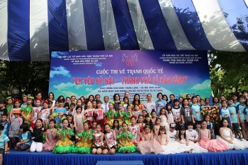more than 300 local foreign children join painting contest on hanoi