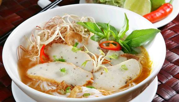 Besides beautiful beaches, Fisch cake noodle in Phan Thiet makes any tasters memorable