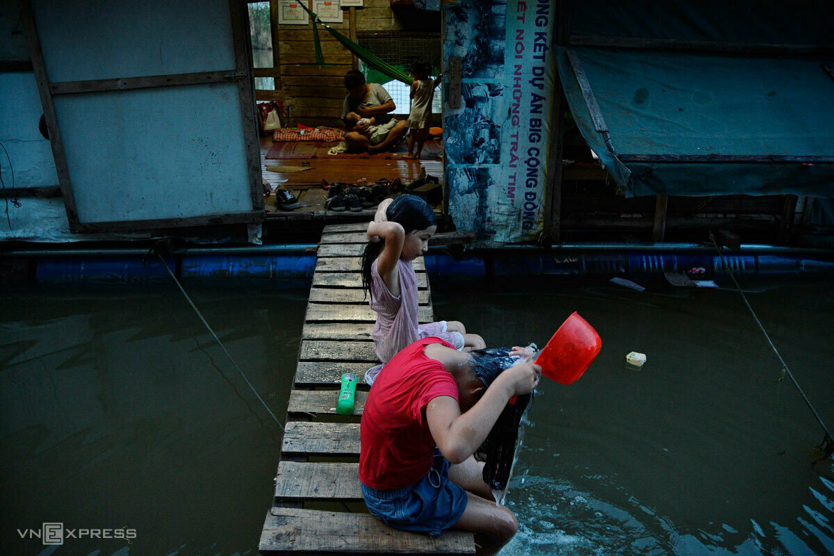 migrants stay afloat in hanoi never left behind amid terrible covid 19 pandemic