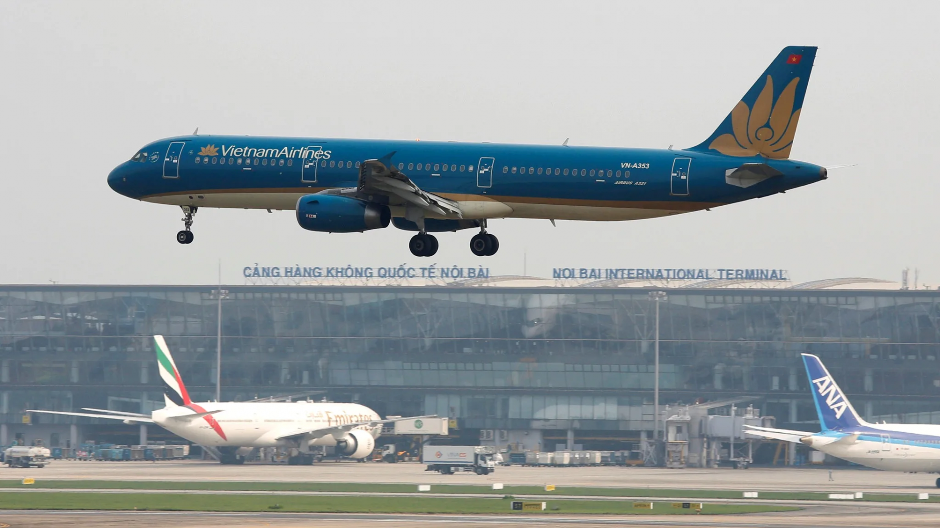 vietnam airlines sells its 49 interest in state run cambodia angkor air as service cuts