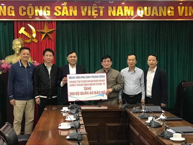 The National Hospital of Obstetrics and Gynecology (NHOG) donated 500 medical protective suits to Vietnam-France Friendship Association