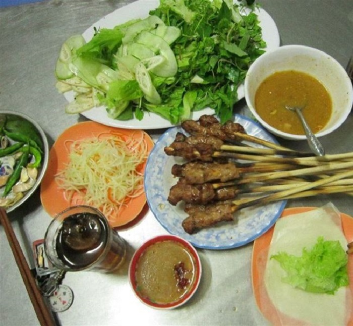 Enjoy Danang-style rice vermicelli with grilled pork