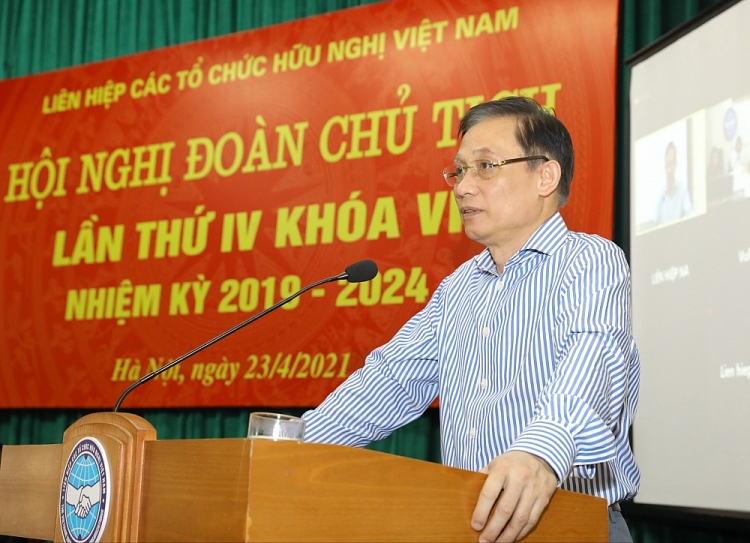 Member of the Party Central Committee, Head of Foreign Affairs Central Committee Le Hoai Trung speaking at the Conference.