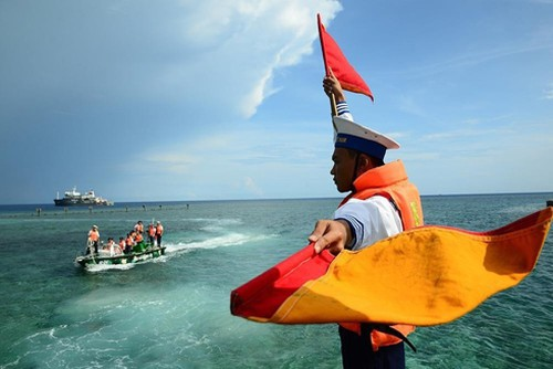 Vietnam resolutely defends its sovereignty over sea and island abidingly followed by international law
