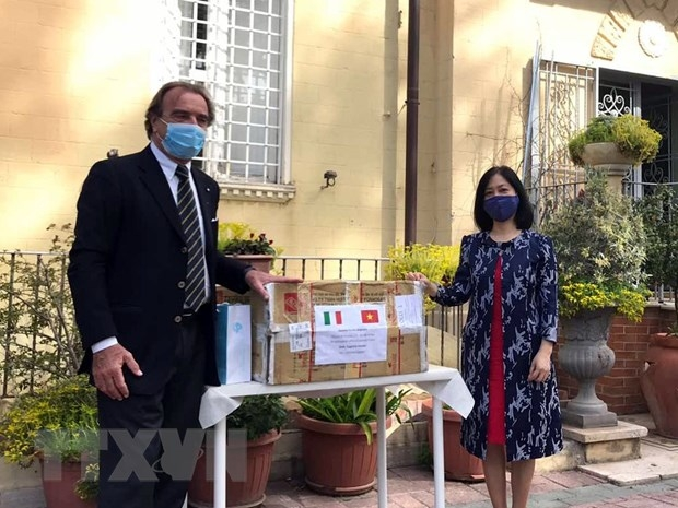The Vietnamese Embassy in Italy provided medical supplies to support the host country against COVID-19