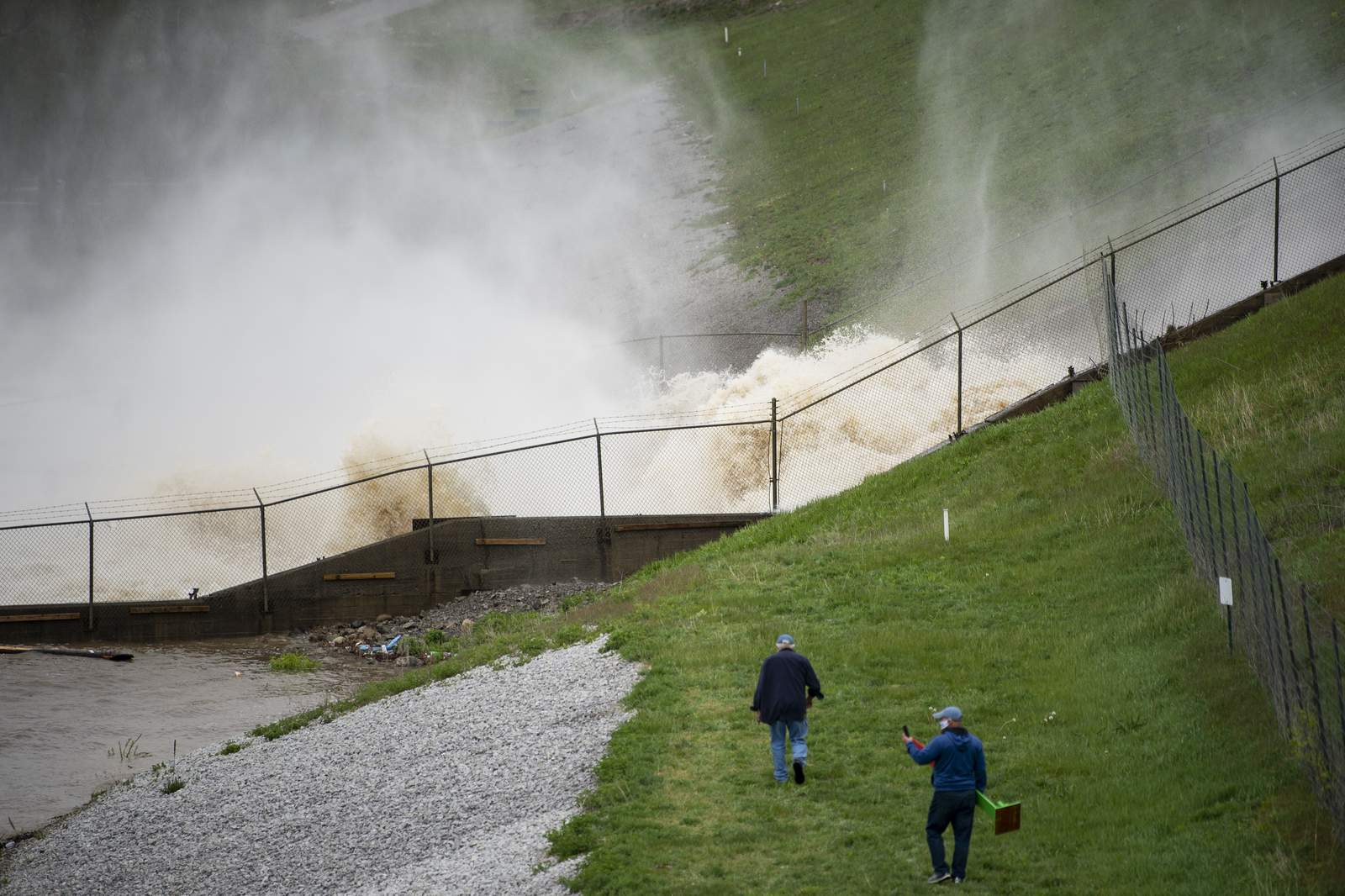 edenville dam breaks in michigan us seems to face consecutive disasters amid worst coronavirus pandemic