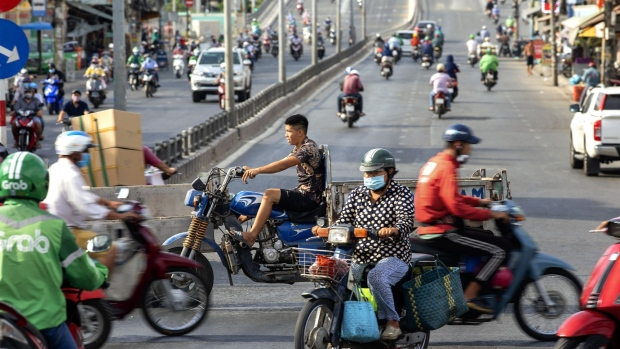 Bloomberg: Vietnam Could Sustain Growth of 4-5%, Prime Minister Says