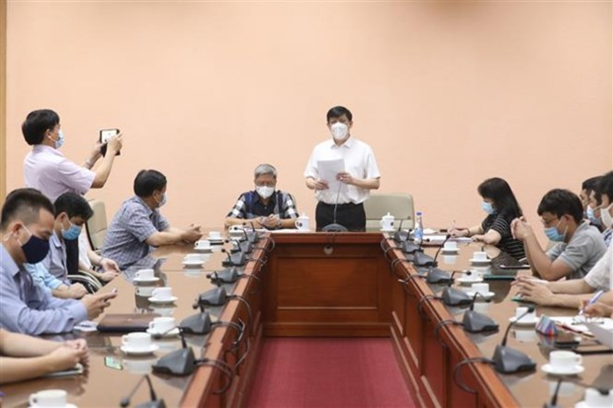Vietnamese doctors sent to Laos to assist in COVID-19 fight