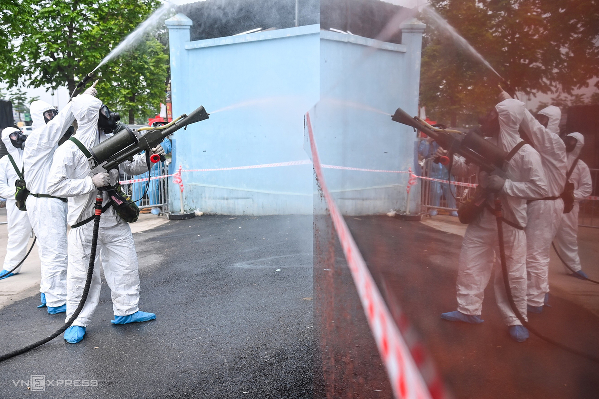 In Photos: Hanoi cancer hospital disinfected after Covid-19 cases detected