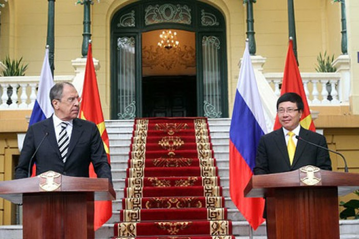 vietnam and russias fm discuss for deepening the cooperation