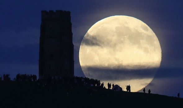 strawberry moon 2020 comes on june 5 and gives fabulous opportunities to moon gazers