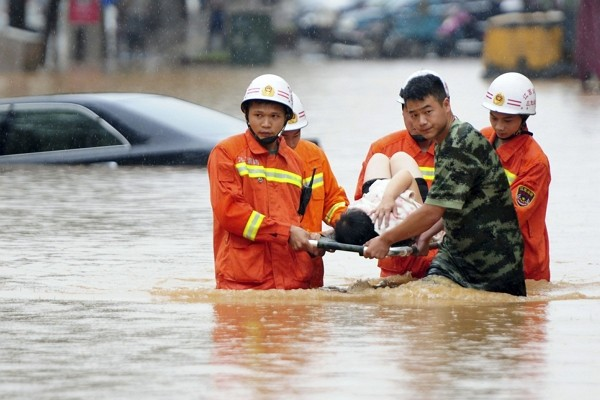 massive flooding in south china three gorges sanxia dam at risk of collapse any time