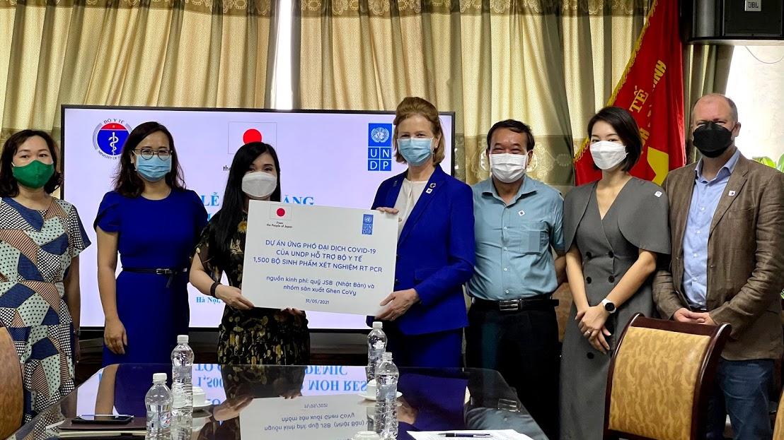UNDP Vietnam supports more than 1,500 RT PCR kits for urgent testing in outbreak hotspots