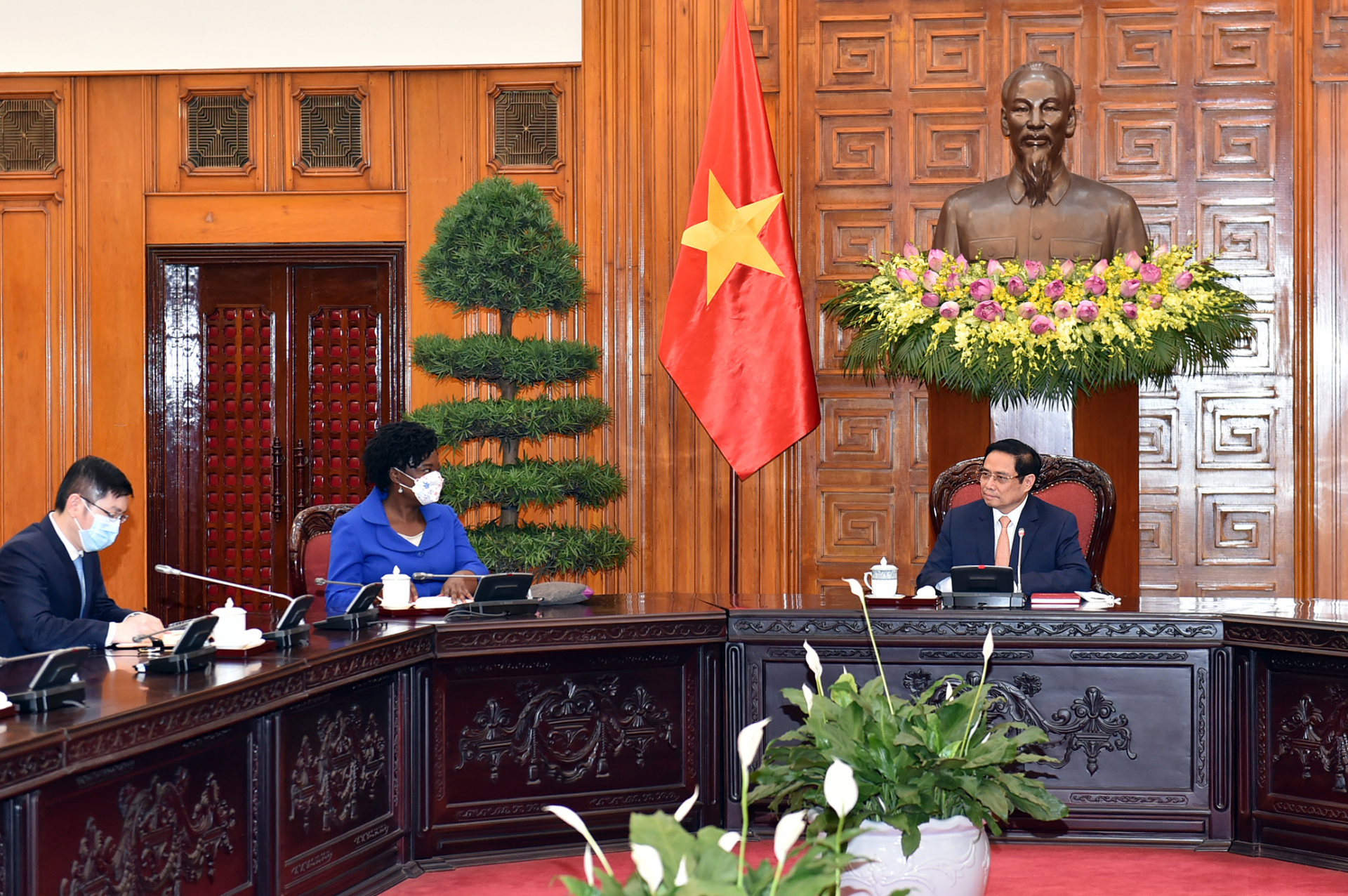 Prime Minister Pham Minh Chinh hosts reception for World Bank Regional Vice President for East Asia and the Pacific (EAP) Victoria Kwakwa at the Government Office, Ha Noi, Viet Nam, June 28, 2021. Photo: VGP