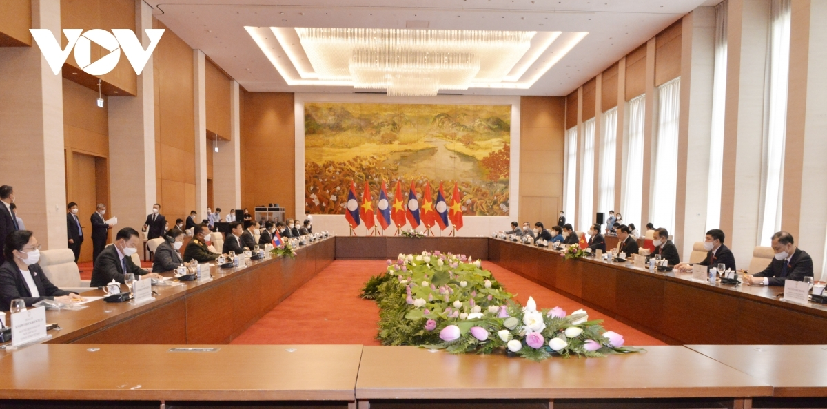 At the meeting between Chairman of the Vietnamese National Assembly Vuong Dinh Hue and General Secretary of the Lao People's Revolutionary Party (LPRP) and President of Laos Thongloun Sisoulith