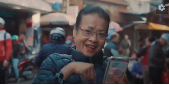 Hanoi's Mute Lady's snail stall: 30 years of hand gestures ordering