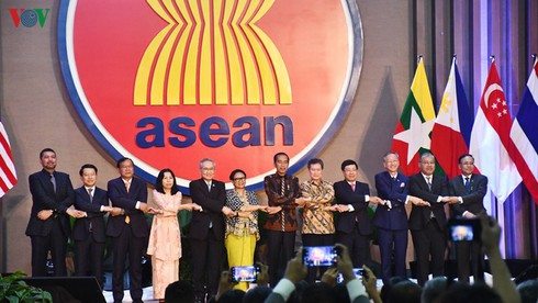 Vietnam devotes itself continuously to ASEAN