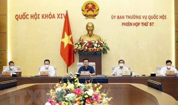 NA Chairman Vuong Dinh Hue (middle) chairs the 57th meeting of the NA Standing committee (Photo: VNA)