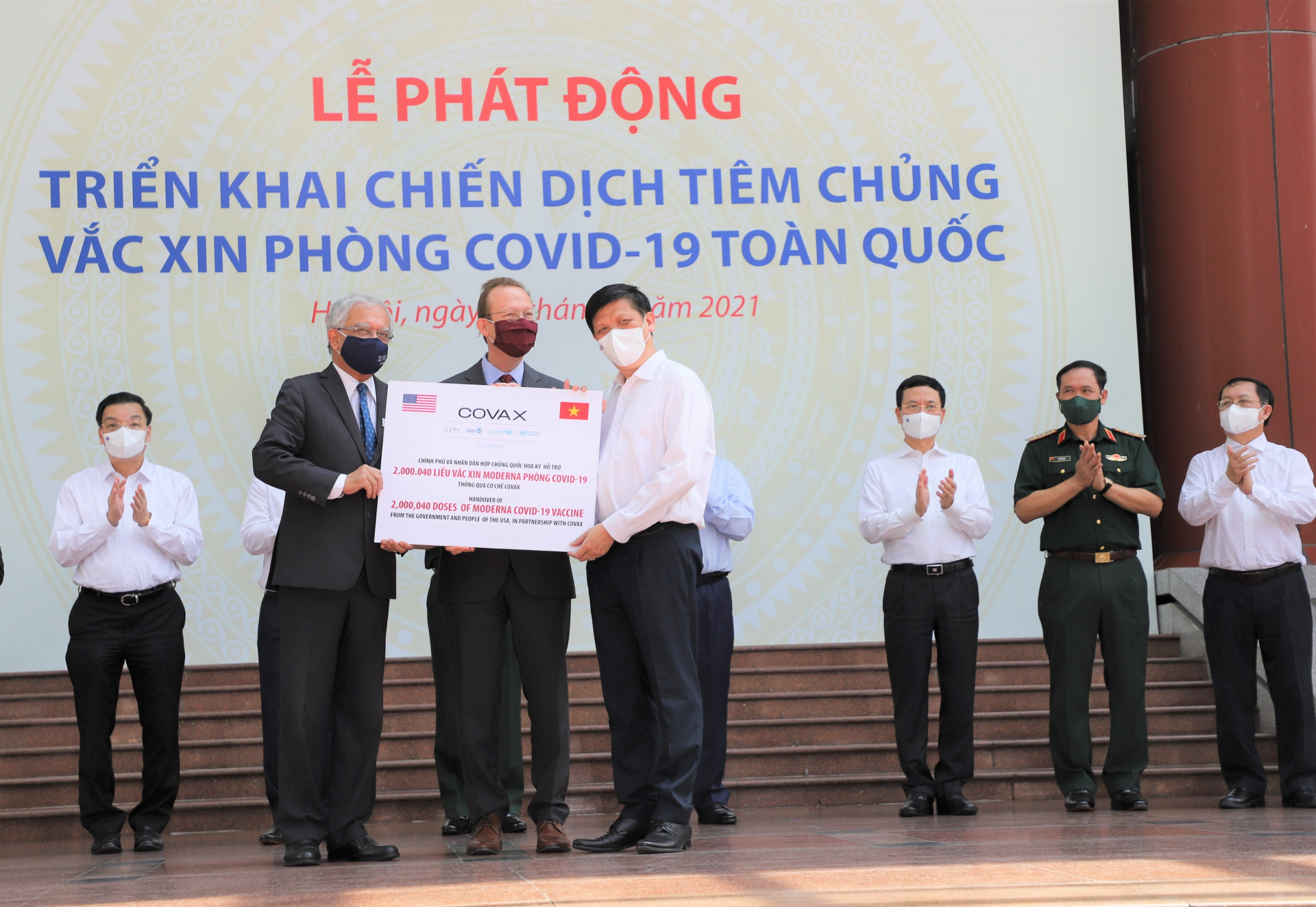 The Minister of Health, authorized by the Prime Minister, on behalf of the Government of Vietnam received 2 million doses of Moderna vaccine.